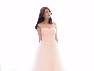 Shimmering Sweetheart Neckline Evening Gown
